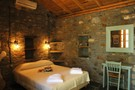 Double bed room with fireplace (Ntamia house)