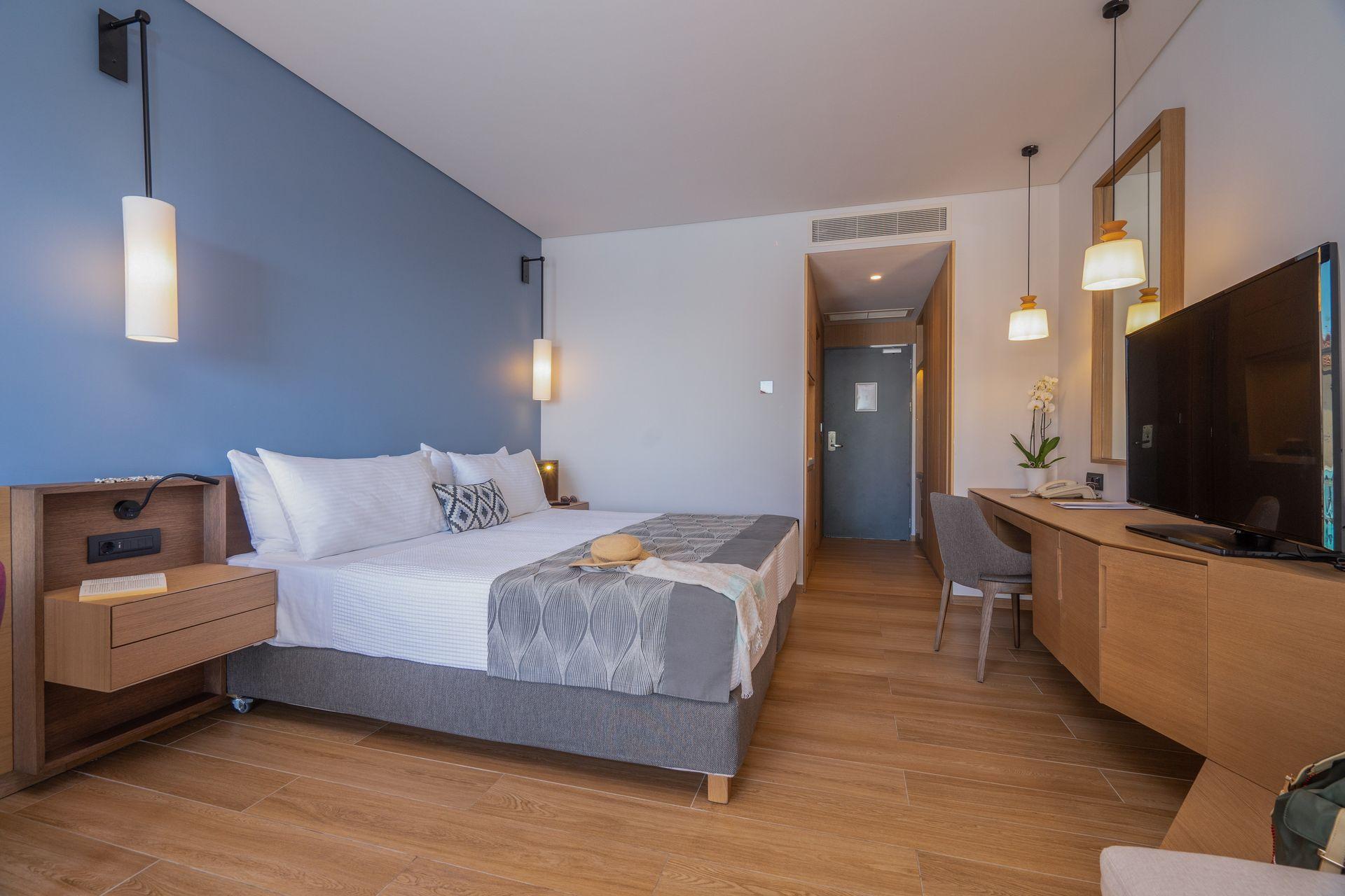 Junior Suite with Balcony & Sea View   ASTERIAS
