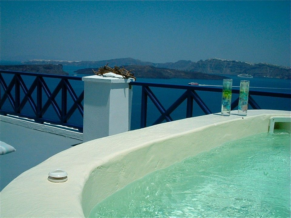Executive Suite with private open air Jacuzzi sea/volcano/caldera cliffs views