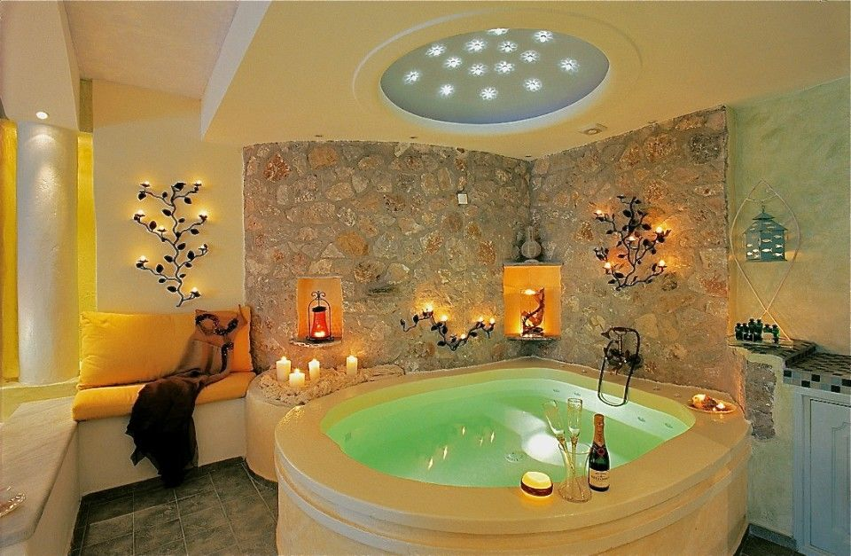 Honeymoon Suite with private couples Jacuzzi sea/volcano/caldera cliffs views