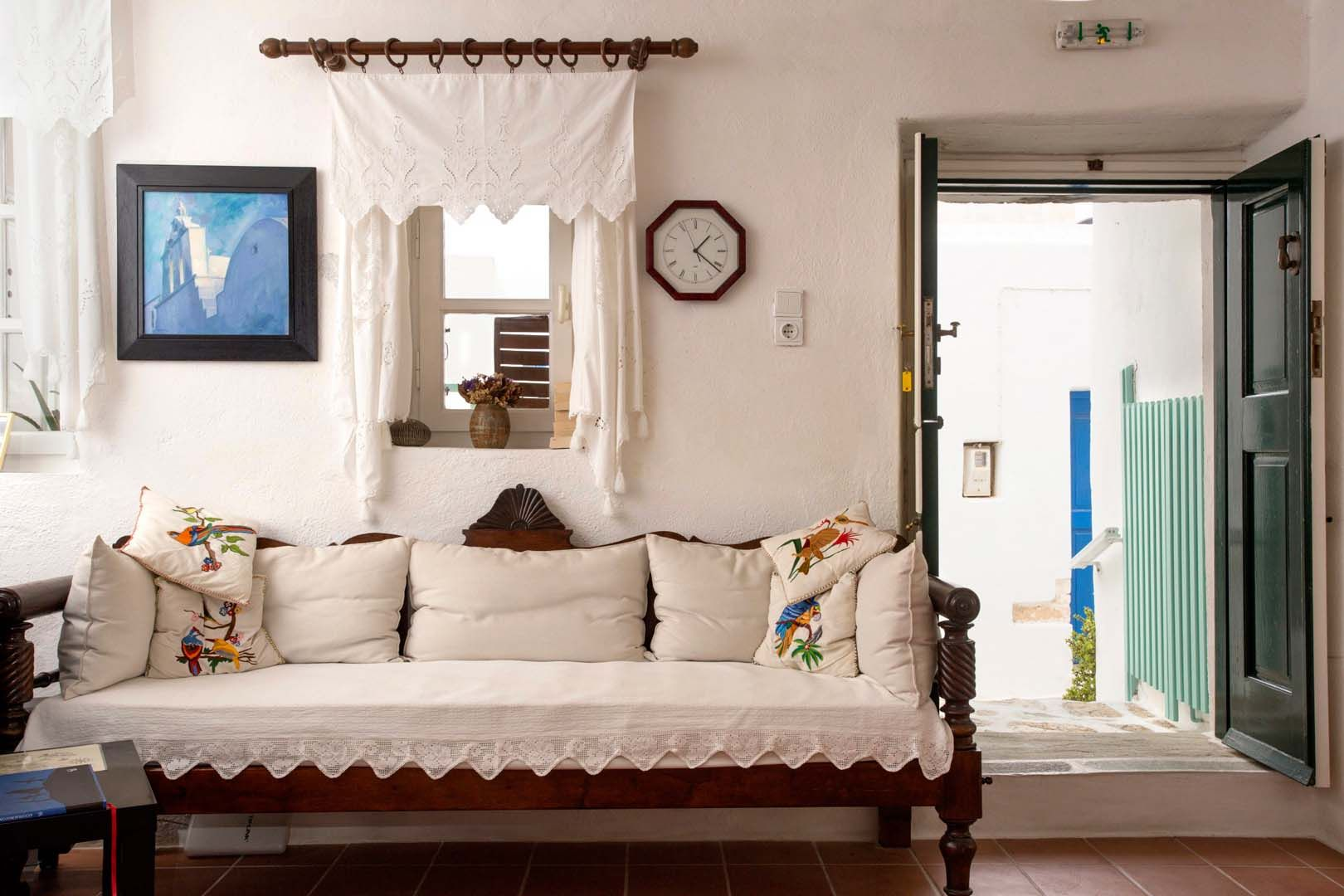Castro Hotel, Folegandros, Greece   Book Online