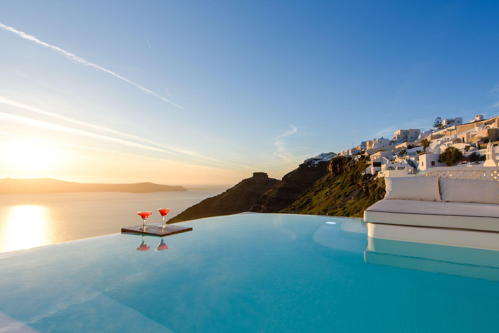 Superior Pool Suite Dana Villas Santorini Hotel