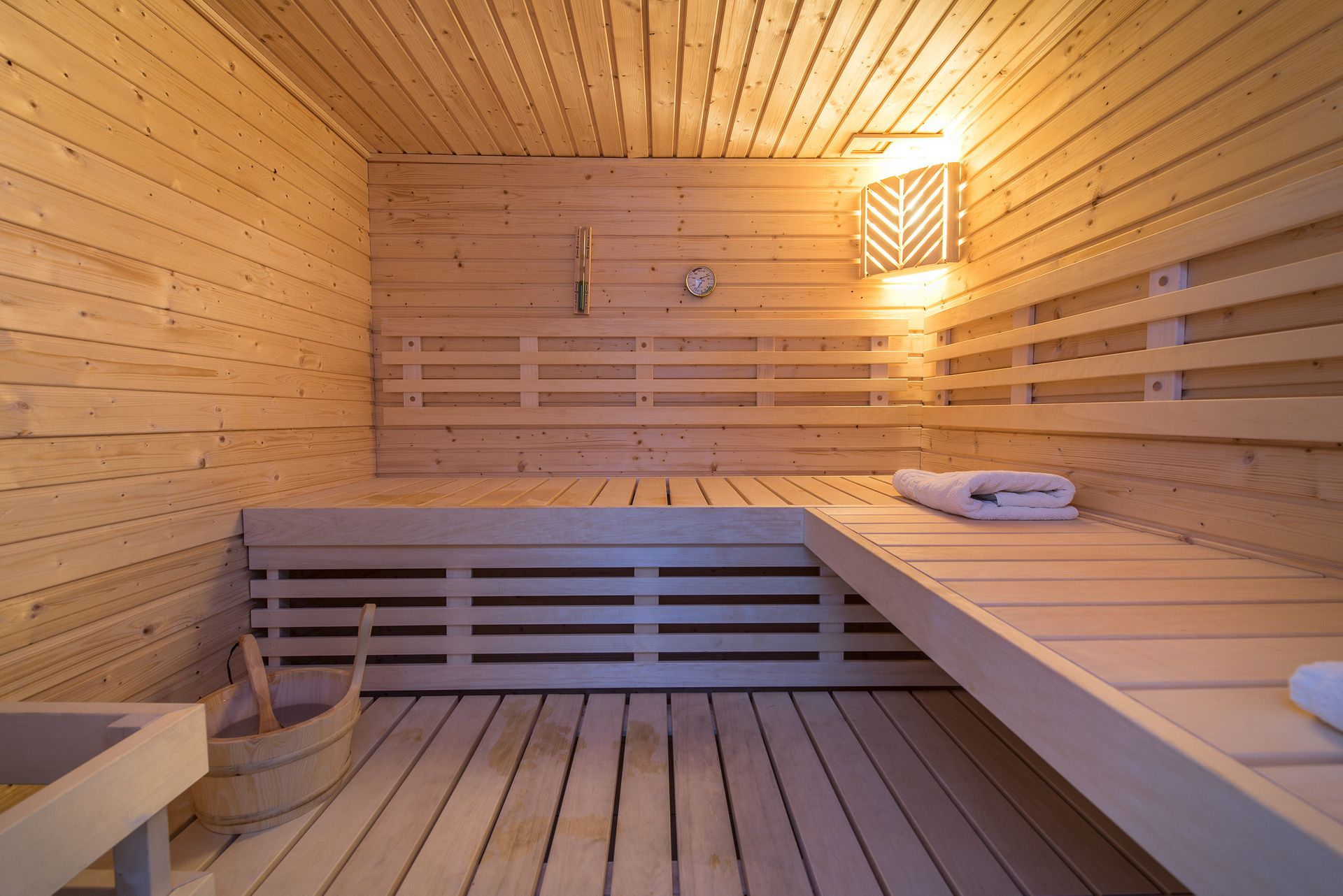ACCOMMODATION WITH SAUNA & JACUZZI!