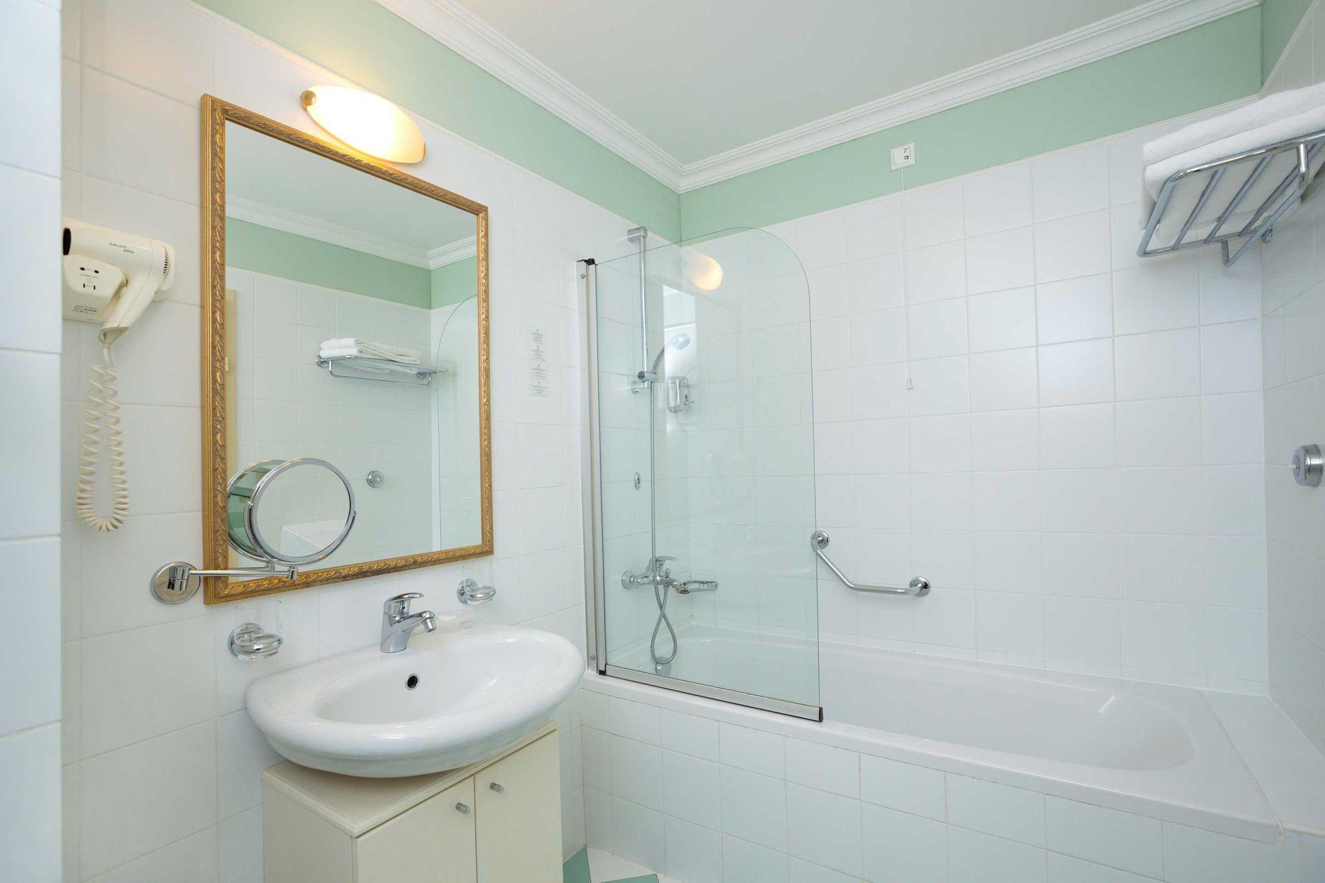 Superior Double Room +1 Villa Camellia 32 m² Sea View and Balcony-3