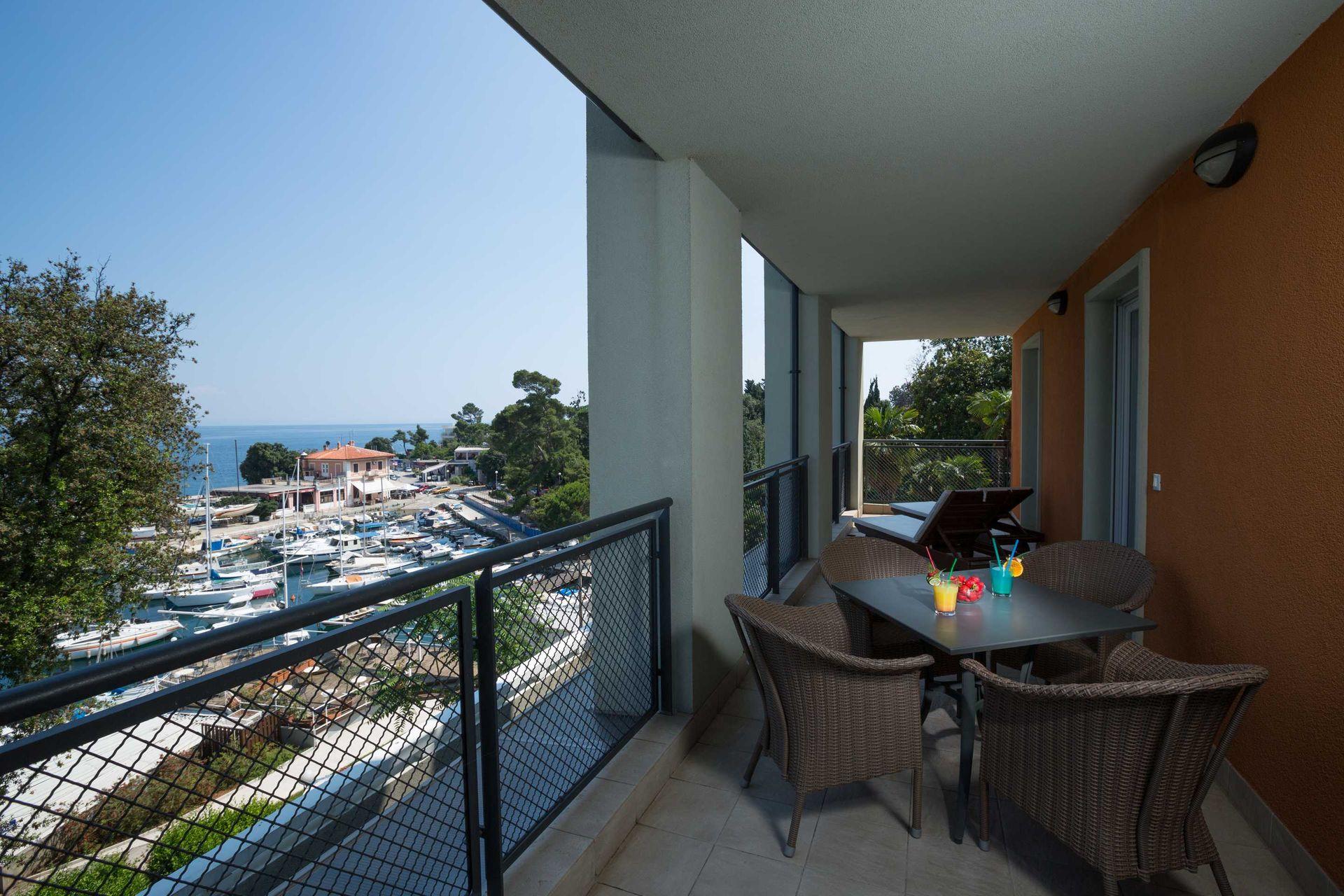 Suite Villa Camellia 85 m² Sea View and Balcony-3