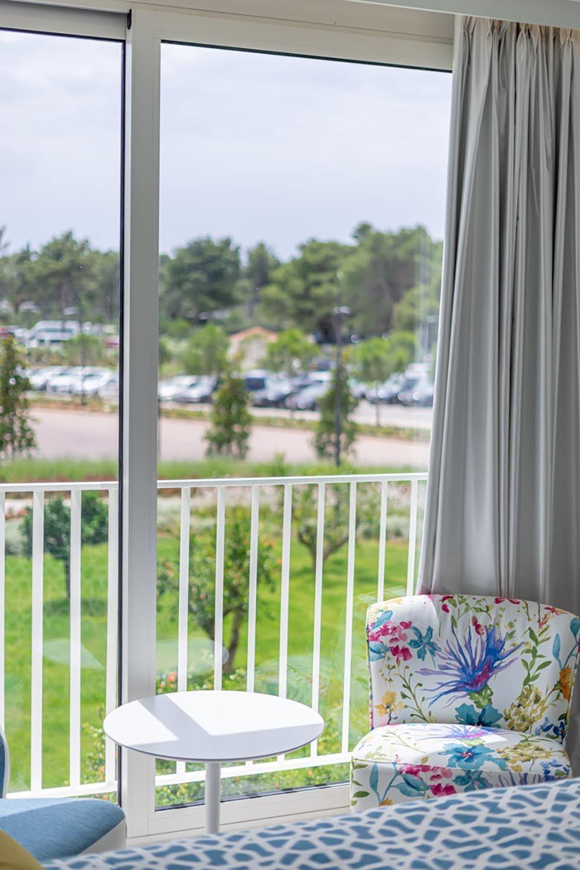 Povezane Obiteljske Sobe 62m² Pogled Dvorište/Park s Francuskim Balkonom-4