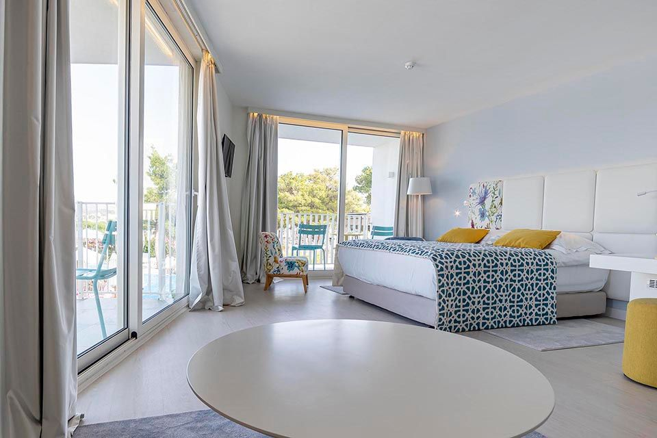 Family Large Room 42m² Sea View with Balconies-10