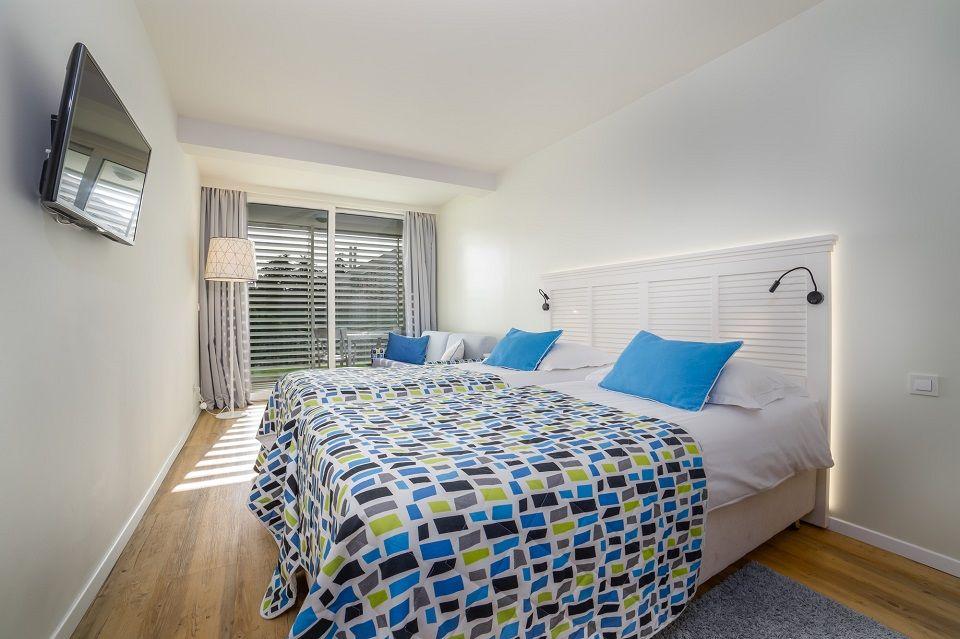Großes Doppel- oder Zweibettzimmer, 27 m² Parkblick, mit Balkon-2