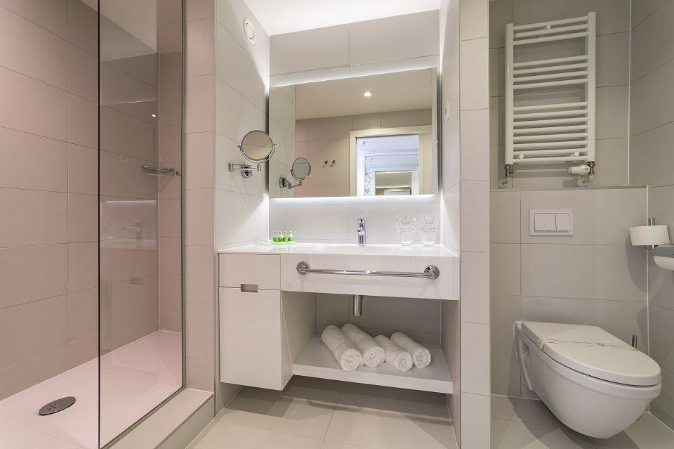 Großes Doppel- oder Zweibettzimmer, 27 m² Parkblick, mit Balkon-4