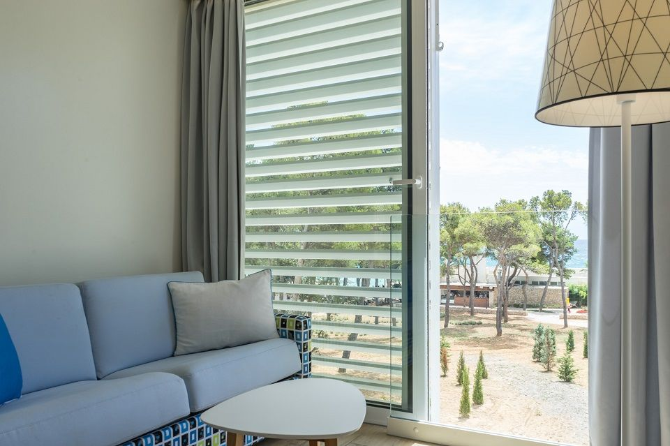 Double or Twin Large Room 27m² on the Sea Side with French Balcony-4