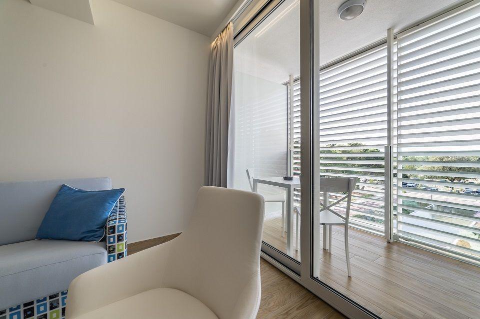 Grande camera doppia +2, 38 mq, vista giardino/cortile con balcone a Šibenik-4