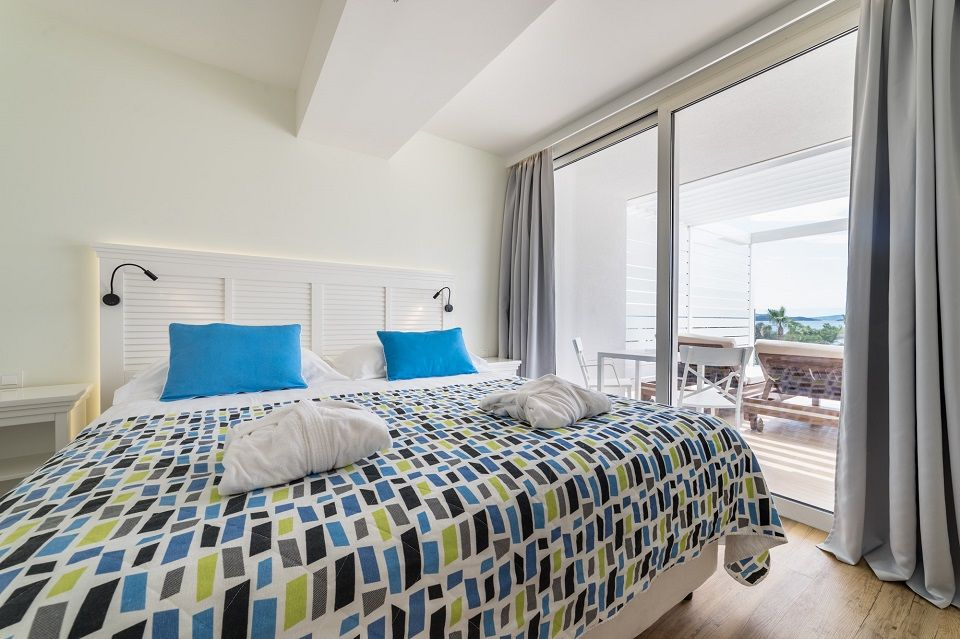 Suite 74m² Sea View with Balcony-4
