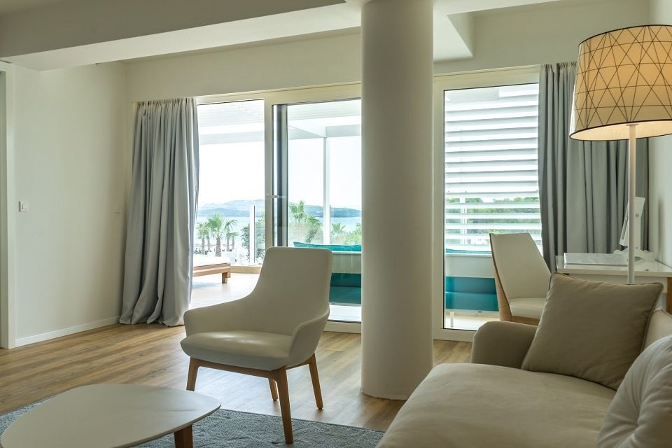 Suite 74m² Sea View with Balcony-8