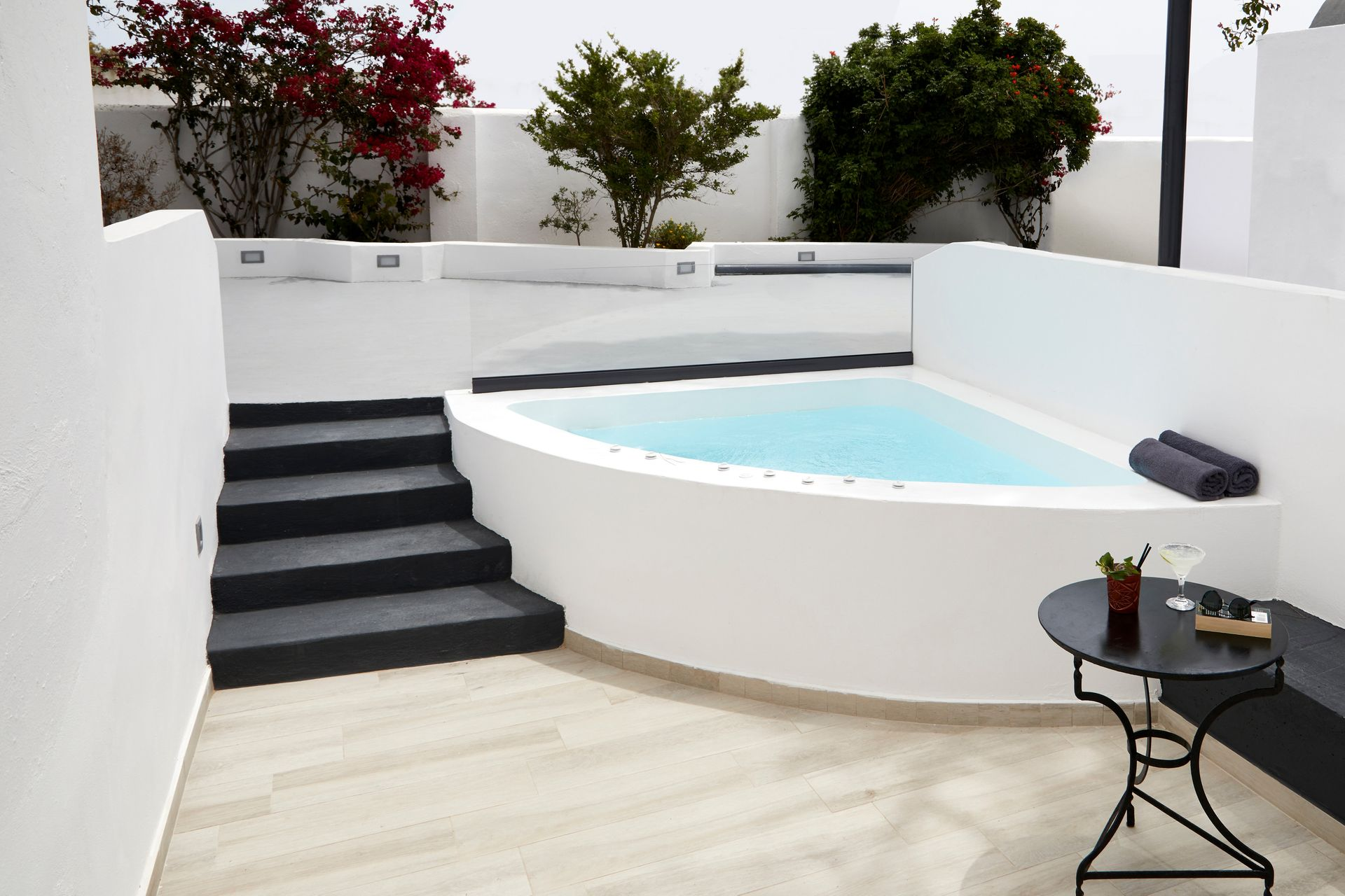 SUITES WITH JACUZZI -35% ONLY ON OUR SITE!