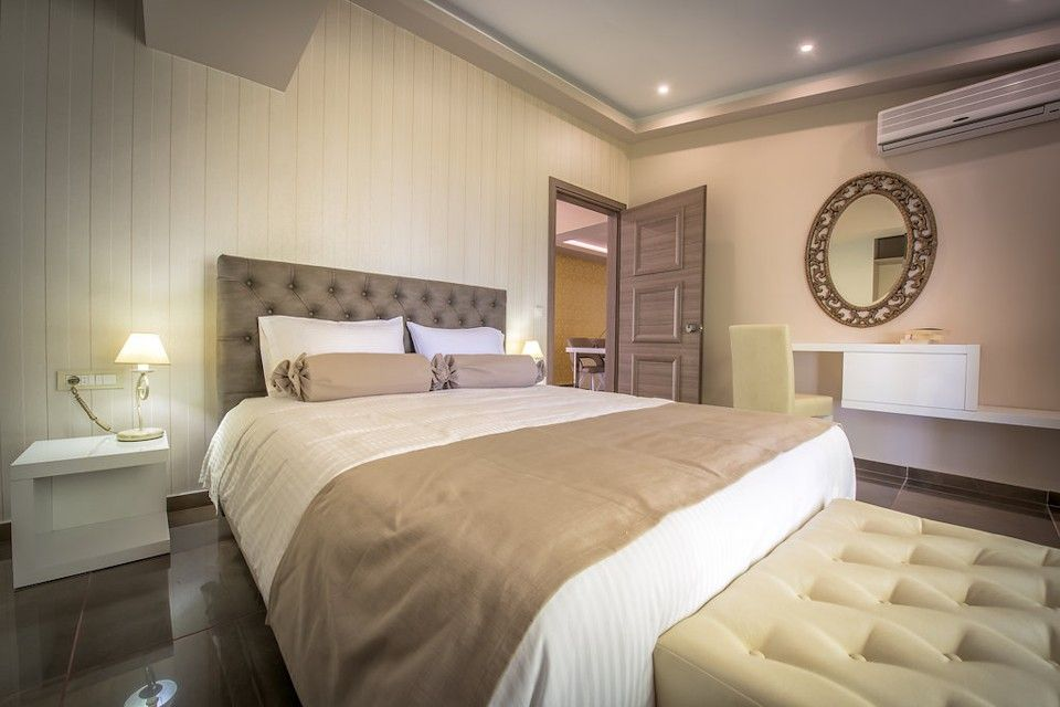Koukounaria Deluxe Royal Suite for 2 pax