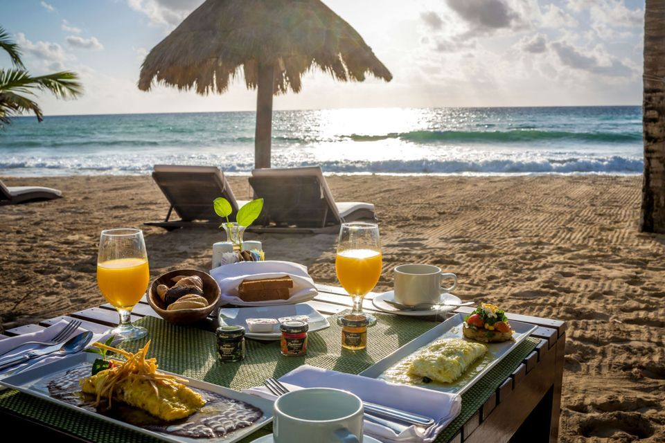 Indulge With An Espectacular Breakfast In The Beach