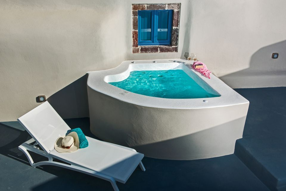 Pearl Suite with Outdoor Private Heated Jacuzzi - Luna Santorini ...