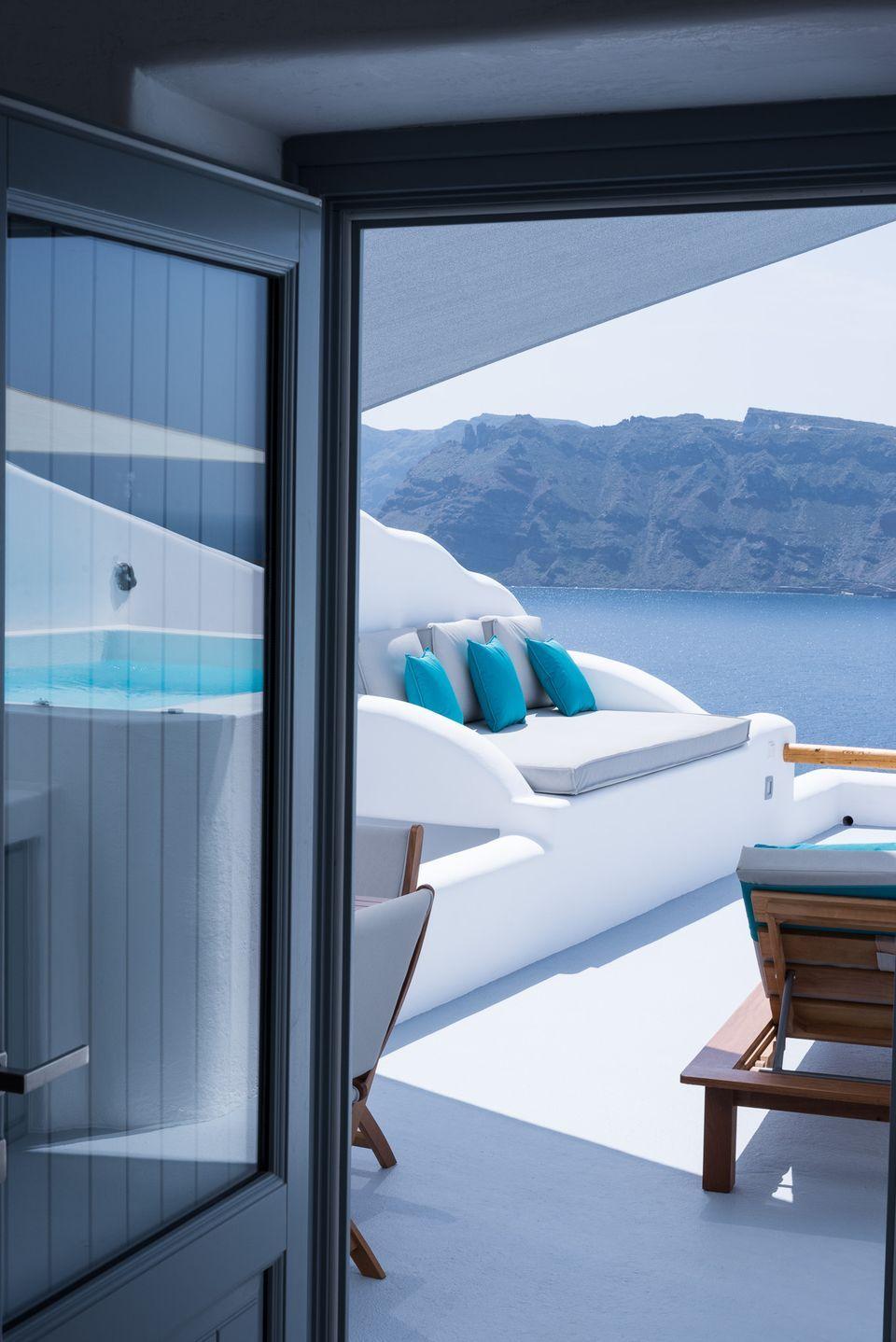 Honeymoon Suite with heated plunge pool - Maregio Suites Santorini ...