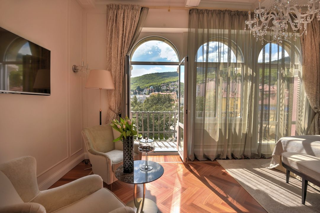 Alma & Gustav Mahler Suite 60 m² Sea View and Balcony-5