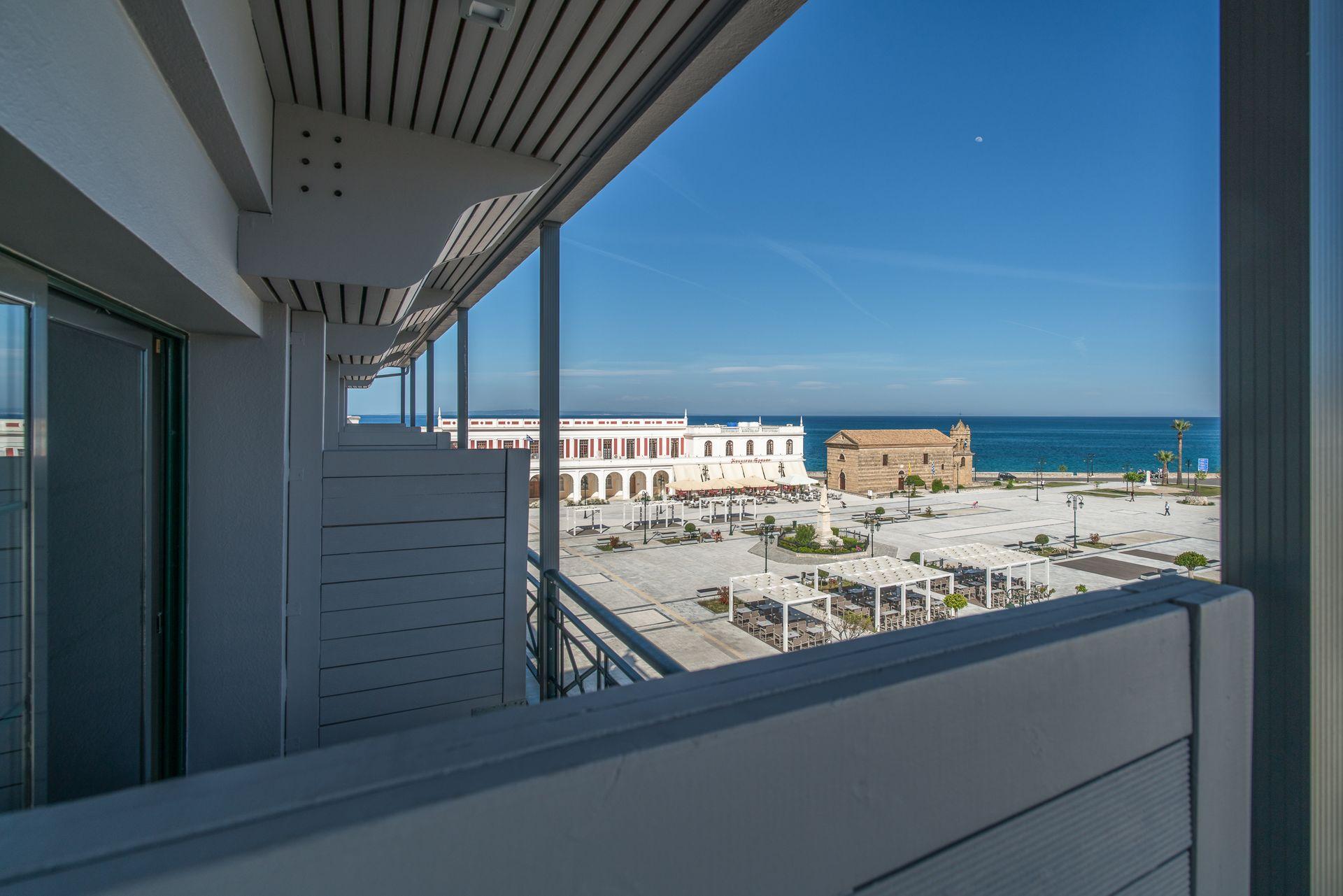 Οικογενειακό δωμάτιο με θέα θάλασσα phoenix hotel