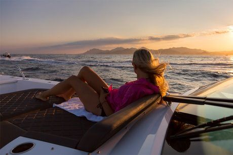 SUNSET PRIVATE YACHT CRUISE PACKAGE (16:00 – 21:00)