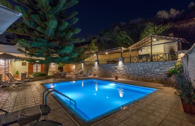 Amazing villas in Crete - Villa Argiris - Swimming pool at night