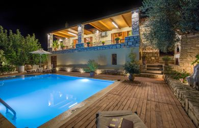 Amazing villas in Crete - Villa Myrrini - Swimming pool - Night