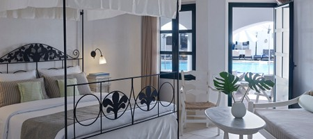 Deluxe Poolfront Room