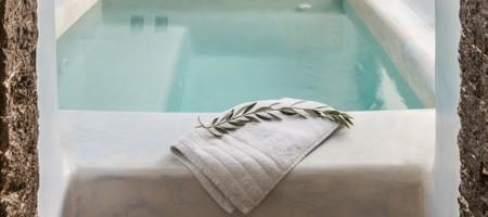 Honeymoon Suite with Jacuzzi & Caldera View