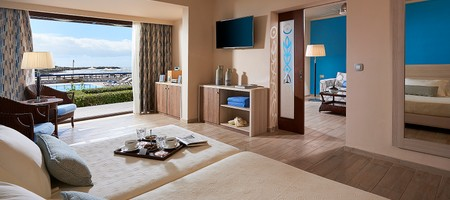 Sea Front Suite Sharing Pool