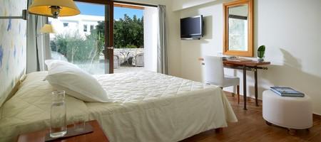 Family Suite 2 Bedroom Outdoor Jacuzzi Garden View