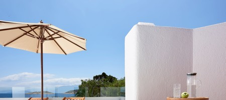 Club Junior Suite / Outdoor Heated Jacuzzi Seafront View