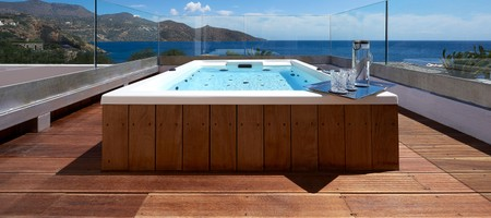 Club Suite / Outdoor Heated Jacuzzi Seafront View